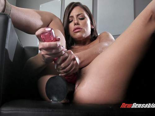 Pretty girl solo fisting and double toys fuck extreme