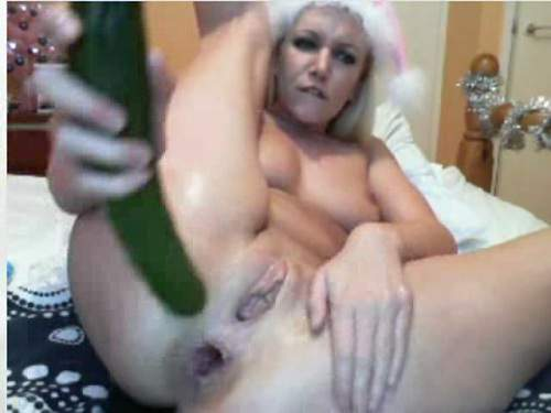 Amateur cucumber anal and pussy insertion