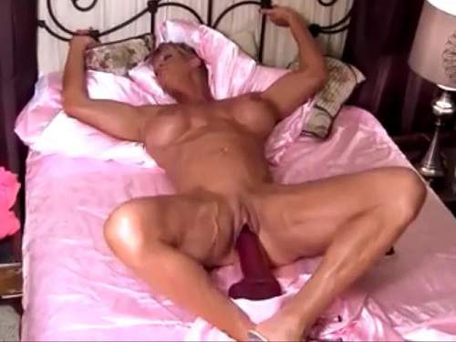 Muscular wife with big clit colossal dildo rides
