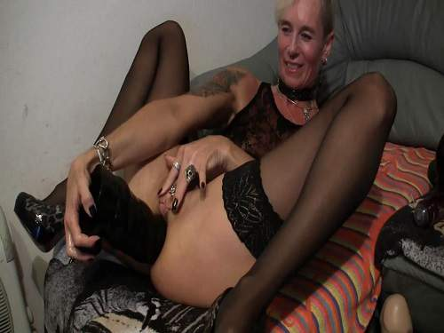 Mature with piercing cunt epic dildos fully anal insertion
