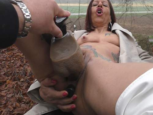 Dirty tattooed mature outdoor double dildo fuck amateur