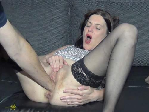Little anal rosebutt show after hard anal fists
