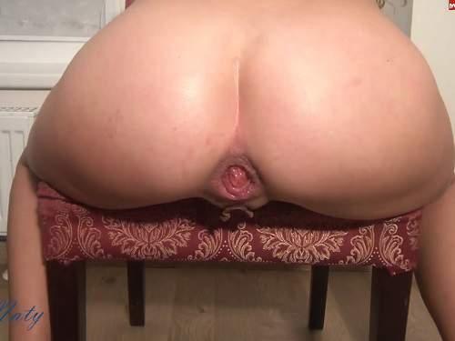 Booty blonde plug gets in rosebutt asshole