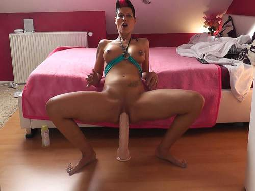 Tattooed german milf huge dildo rides solo webcam