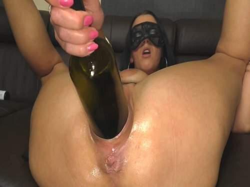 Masked brunette penetration vine bottle in pussy
