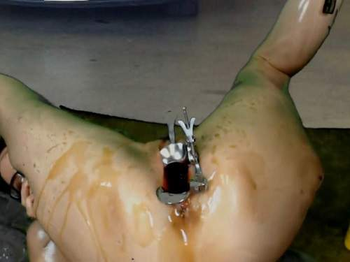 Engine oil is poured into a stretched pussy