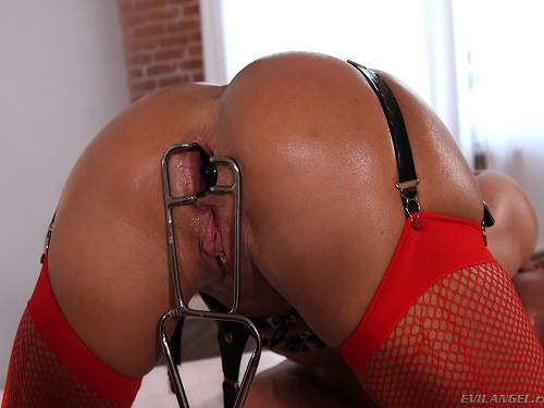 Eve and Aiden lesbians speculum anal gapes stretching