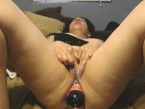 Amateur Isela huge bottle and gaping ass