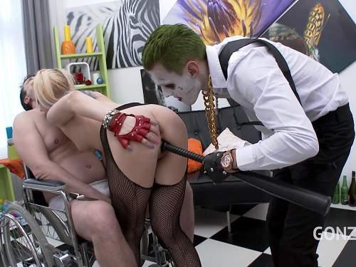 New 10.05.2017 Joker anal gape fuck Harley Quinn (Kira Thorn)