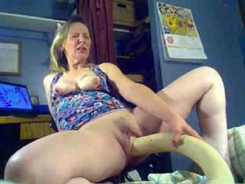 Hot webcam granny with saggy tits monster dildo pussy