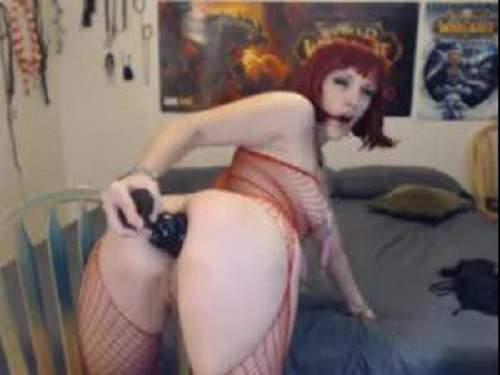 Deepthroat red head slut play with colossal plug