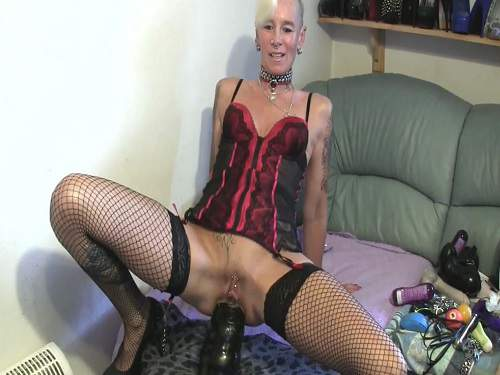 Fantastic mature herself fisting and dildo fuck