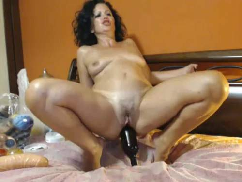 Curly mature wine bottle rides and loose her ass