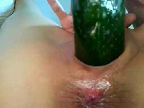 Amateur close up cucumber pussy penetration with condom