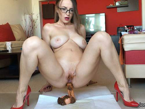 Plug in gaping ass mature woman 3