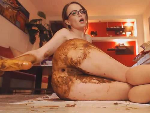 Josslyn Kane insertion big dildo in her shitting anus – Release November 2, 2017