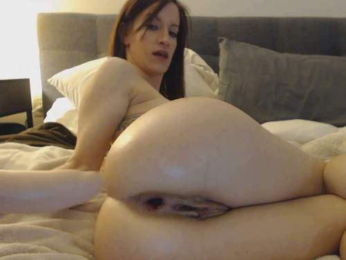 Kitty Darlingg BurpNGape – big dildo penetration in anal gape