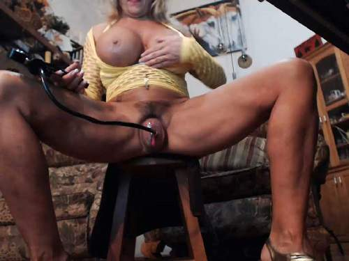 Big tits mature dildo penetration after pussypump