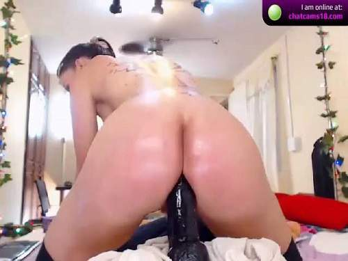Booty tattooed pornstar Yeni_luv_anal penetration huge black dildo in asshole rosebutt