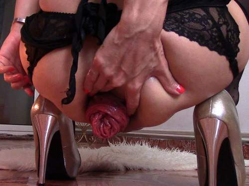Mature very tasty anal prolapse show after hard dildo penetration