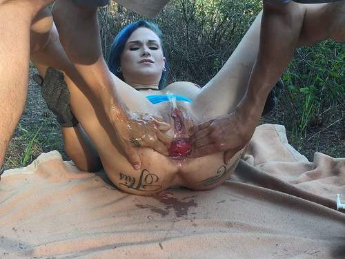 LilySkye outdoor rides on a double dildos and prolapse loose – Release May 8, 2018