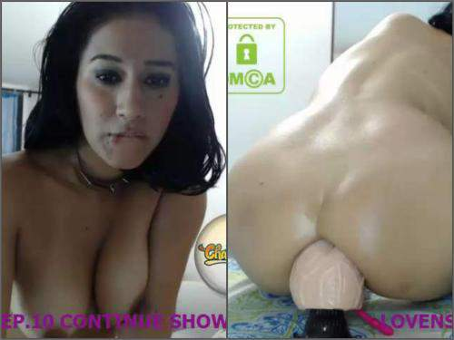 Latin with big ass solo rides on a big double dildo