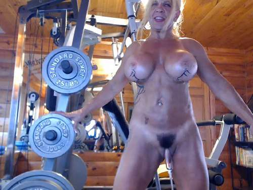 Muscular milf musclemama4u big clit pump and dildo penetration