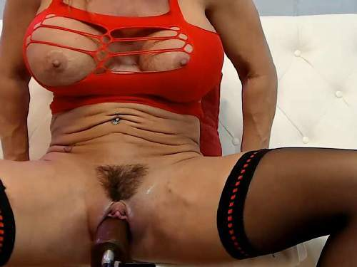 Hairy mature with huge clit Musclemama4u huge dildo rides