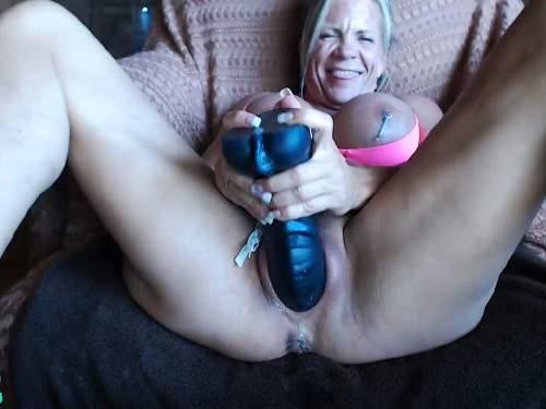 Big tits muscular mature musclemama4u rubber dildo porn