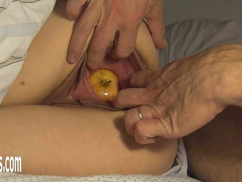 Amateur husband penetration apple and hand in big pussy his wife