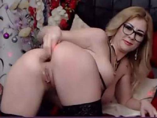 Busty milf Kinkylolaxxx anal gape stretched during fisting and dildo sex