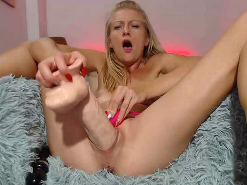 Webcam – Webcam skinny blonde insertion magic wand and dildo in pussy