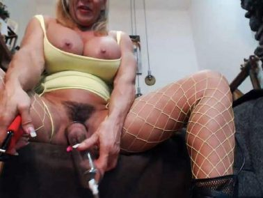 Webcam - Musclemama4u fucking machine sex and big clit pump