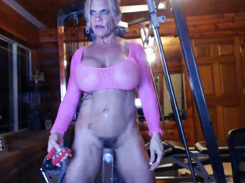 Clitoris – Musclemama4u vaginal pump and self fucking machine porn