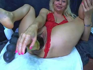 Webcam - Giant champagne bottle fully penetration in stretching pussy