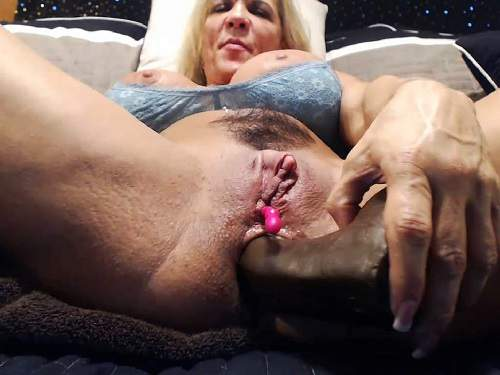 Huge clitoris – Big clit MILF musclemama4u dildo insertion in asshole and pussy