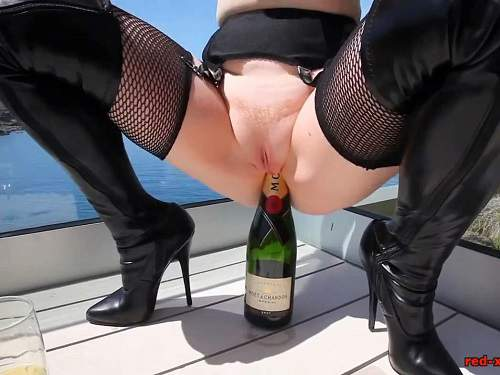 Bottle insertion – Big tits MILF outdoor rides on a champagne bottle