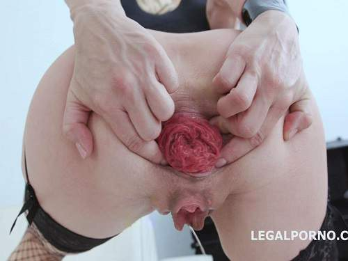 Double dildo – Sindy Rose double dragon dildos and gets fisted in monster anal prolapse