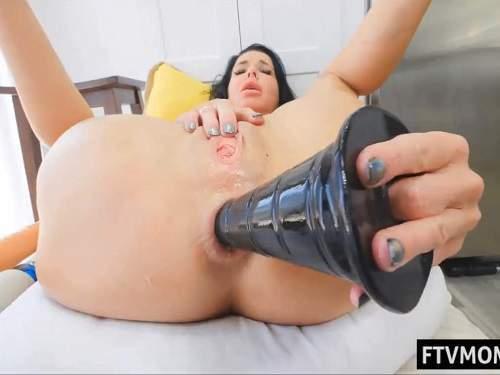Dildo anal – Veronica Avluv self penetration monster black pyramide dildo anal