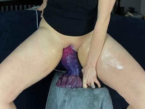 Bad Dragon – Big bad dragon dildo vaginal rides and creampie inside with MILF