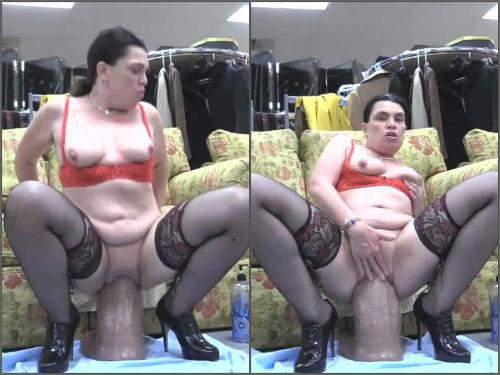 HOTTABBYCAT tabby fucks the golieth dildo,mature dildo rides,mature pussy prolapse,vaginal prolapse,prolapse pussy loose,big ass milf,amateur mature porn