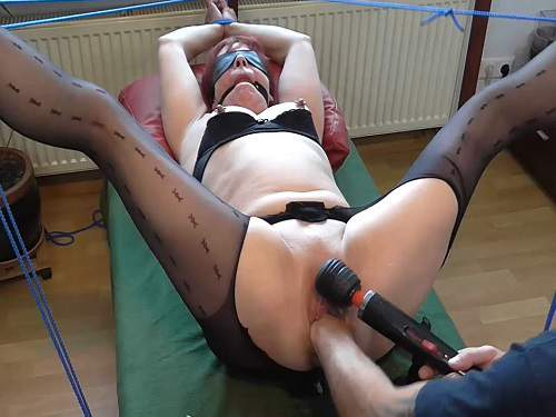Amateur granny – Bondage old wife gets fisted and squirt during dildo anal sex