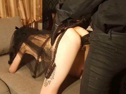 Amateur – Goth girl Slut_Lucy gets huge black strapon domination
