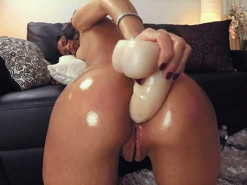 Webcam – Really exciting big ass oiled girl dildo anal play