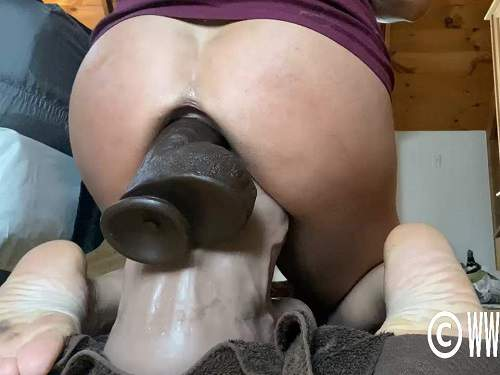 Close up – Big ass MILF penetration monster toy in ass and pussy at the moment