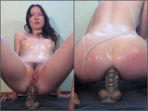 Close up – BadDragonSlayer hot oiled up anal play webcam show