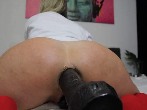 Mature penetration – Helena Lana big black dildo deeply penetration in asshole