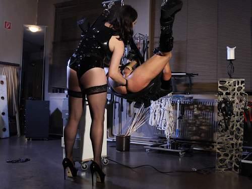 Fisting domination – Cute mistress Bella Lugosi fisting and strapon domination to slave male