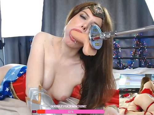 Close up – Wonder Woman driller her deepthroat with fucking machine