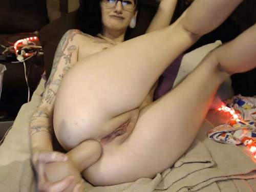 Webcam – Tattooed naked camgirl Cottontailmonroe self insertion rubber dildo fully anal